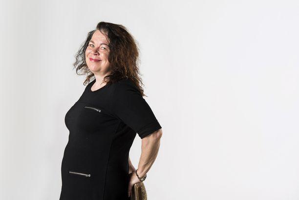 Jos Leena Lehtolainen ei olisi kirjailija, hän toimisi ehkä kustannusalalla - tai pyörittäisi kissahoitolaa.