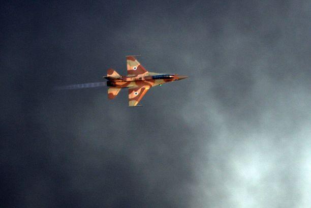 Israelin ilmavoimien F-16-hävittäjä harjoituksissa. Arkistokuva.
