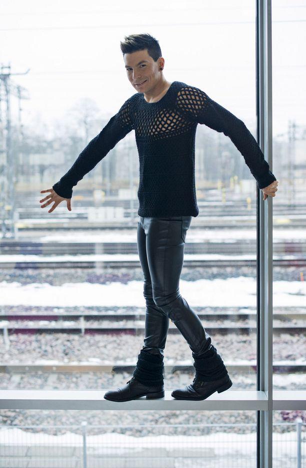 Uudelta levyltä löytyy muun muassa Suomen Macarena, sillä Antti Tuisku pitää tanssimisesta.