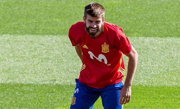Gerard Piqué on pysynyt fanien kriitikistä huolimatta Espanjan maajoukkueryhmässä.