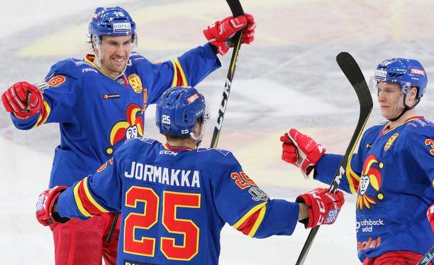 Sami Lepistö, Pekka Jormakka ja Olli Palola iskivät kaikki maalin mieheen.