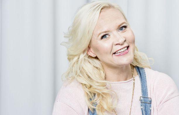 Sunne Kantola sanoo, että kauneuskilpailuissa painotus on kääntynyt Suomessakin arvioimaan myös kilpailijoiden persoonaa ja edustustaitoja.