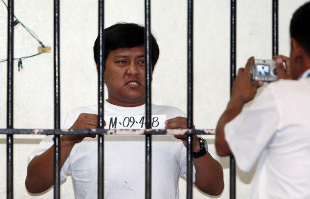 Brutaalin joukkomurhan johtajaksi epäilty Andal Ampatuan Jr päätyi selliin odottamaan oikeudenkäyntiä.