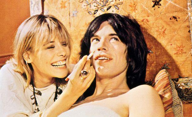 Nuori Mick Jagger nähdään elokuvassa erakoituneena entisenä rokkarina.