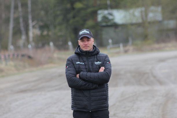 Olkapääleikkauksessa käynyt Mikko Haukkala jatkaa kuntoutusta ja vakuutustaistelua.