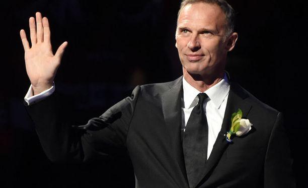 Dominik Hasekin paita numero 39 nousi First Niagara Centerin kattoon tiistaina.