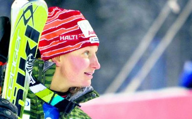 Kalle Palander kehuu vuolaasti Tanja Poutiaista.