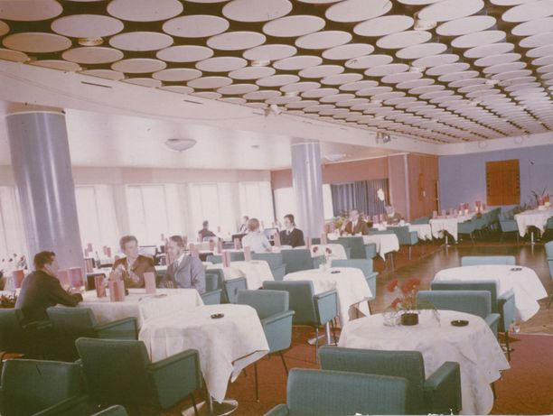 Pohjanhovin ravintolasali 60-luvulla.