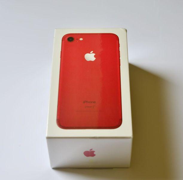 Apple julkisti maaliskuussa punaisen version viime syksynä tulleesta ykkösmallistaan. Syksyn Iphoneen on odotettavissa suurempia uudistuksia.