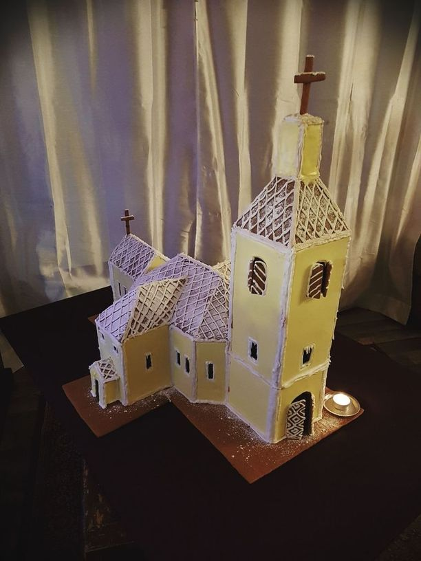 Liekö kristillinen jouluperinne ja joulukirkko toiminut muusana tälle lukijalle, joka kokosi piparkakuista Hausjärven kirkon.