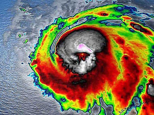 Floridan läpi etenevä hurrikaani Michael on laantunut kolmanteen kategoriaan. Sen ennustetaan heikkenevän entisestään toisen kategorian hirmumyrskyksi ennen kuin se saapuu Georgian osavaltioon.