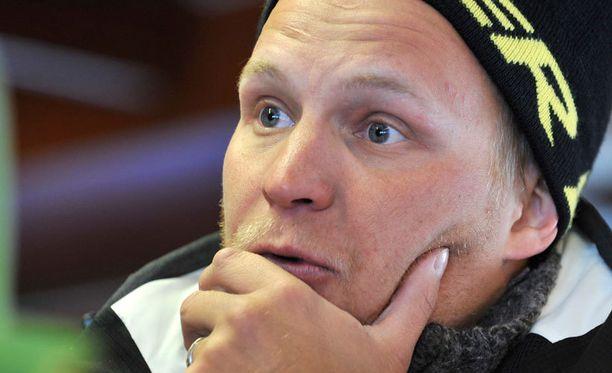 Vaikeita vammoja Kalle Palanderin polven eturistiside on katkennut kaksi kertaa.