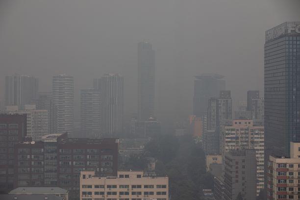 Saastesumun peittämä Peking. Kuvituskuva.