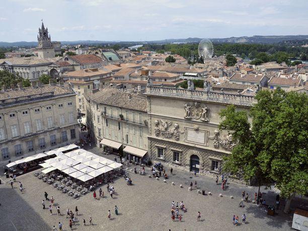 Etelä-Ranskan Avignonissa hyökännyt asemies kuului poliisin mukaan äärioikeistolaiseen, valkoista ylivaltaa kannattavaan järjestöön. Kuvituskuva.