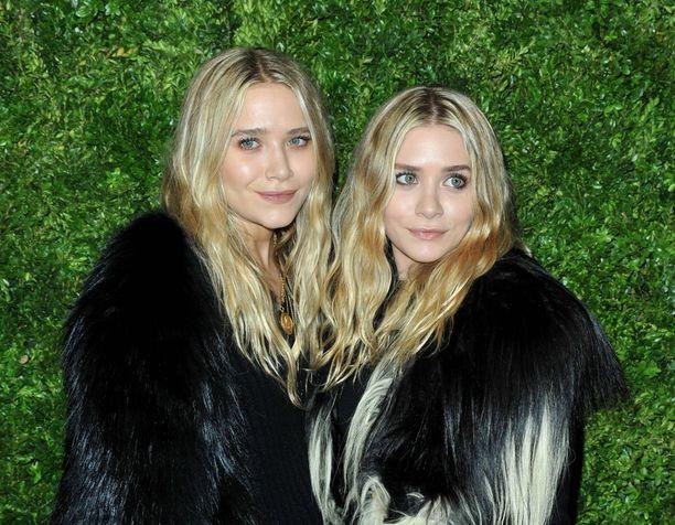 Vielä viisi vuotta sitten Ashley (vas.) oli lähes identtinen kaksoissiskonsa kanssa.