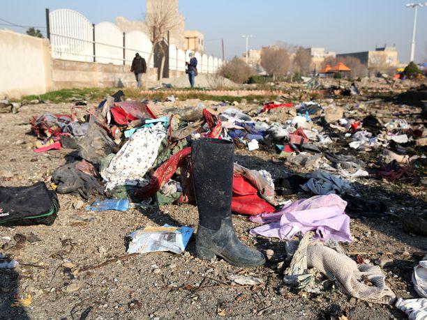Matkustajakone putosi pian nousun jälkeen Iranista keskiviikkona. Kaikki kyydissä olleet 176 ihmistä kuolivat