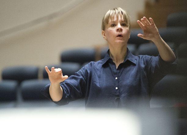 Kapellimestari Susanna Mälkki on johtanut esimerkiksi kaikkia Yhdysvaltain merkittäviä orkestereita.