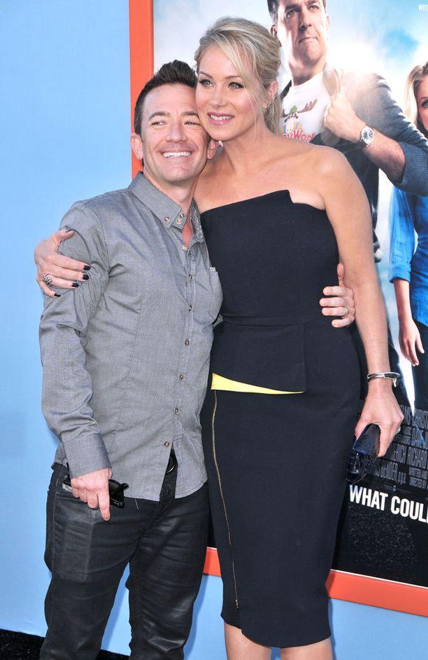 Vanhat kollegat David Faustino ja Christina Applegate tapasivat Loma-elokuvan ensi-illassa.