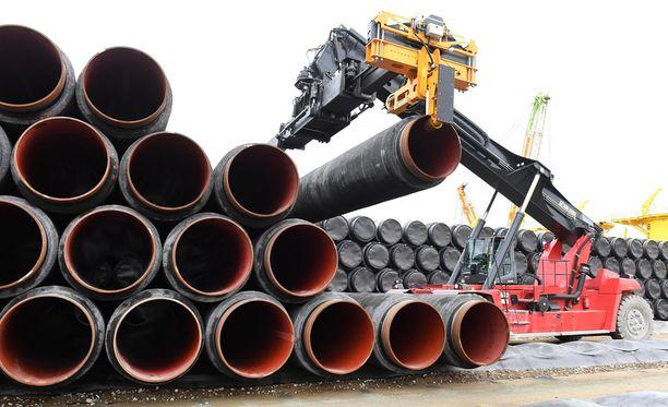 Venäläinen Gazprom omistaa putkiyhtiöstä 51 prosenttia. Nord Stream 2:n rakentamiseen on jo upotettu 1,9 miljardia euroa.