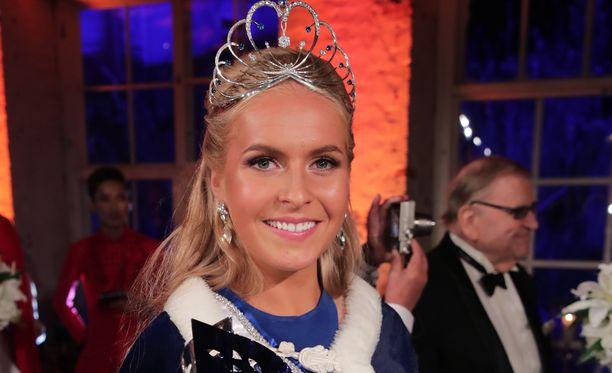 Kuvassa tuore Miss Suomi Alina Voronkova missifinaalissa kuvattuna.