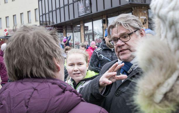 Timo Soini luotsaa perussuomalaiset viimeisiin vaaleihin puolueen puheenjohtajana. Soini on kuitannut mielipidemittaukset järjestäen tuttuun tapaansa: gallupit eivät äänestä.