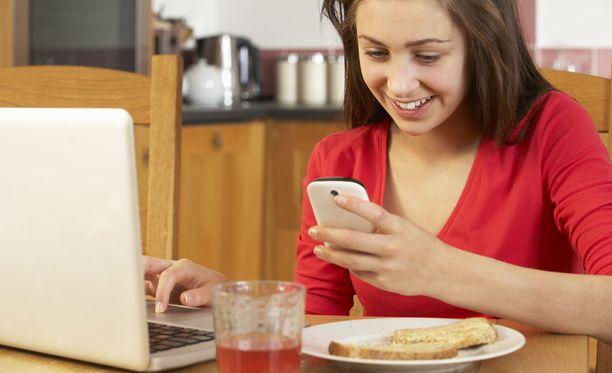 Keittiön tasot, kannettava tietokone ja kännykkä kannattaa puhdistaa, jos perheessä on flunssakierre.