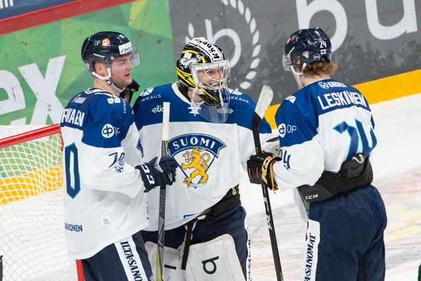 Veini Vehviläinen (keskellä) ja Ville Leskinen valittiin MM-kisajoukkueeseen Iltalehden tietojen mukaan. Teemu Hartikainen (vas.) ei ole mukana.
