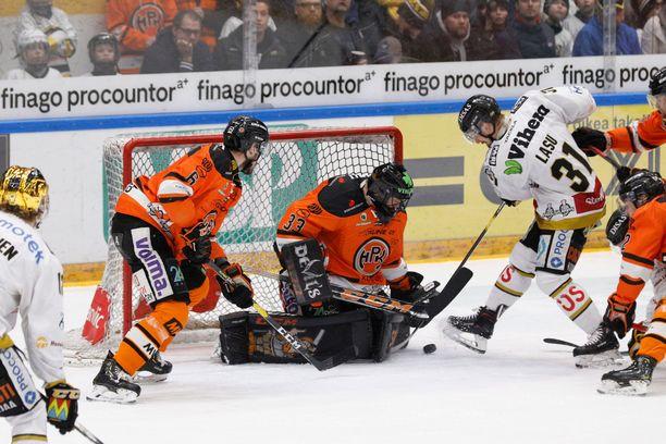 Larmi sai ottelun jälkeen kehuja joukkuekavereiltaan ja valmentaja Antti Pennaselta.