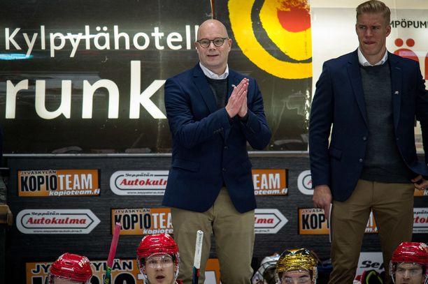 Risto Dufva jatkaa myös ensi kaudella Sportin päävalmentajana.
