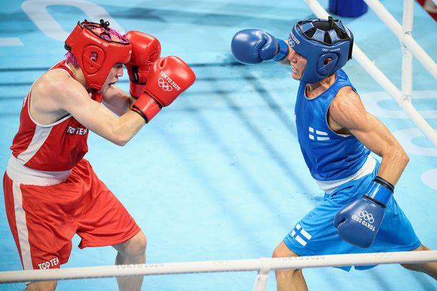 Maiva Hamadouche ja Mira Potkonen ottivat yhteen tiistaina alle 60 kilon sarjassa ensimmäisellä kierroksella.
