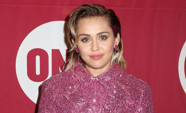 Miley Cyrus on kertonut avoimesti seurustelevansa sekä miesten että naisten kanssa.