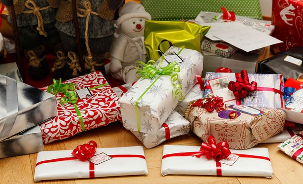 Vaatteista ostetaan pukinkonttiin eniten sukkia, elektroniikkatuotteista kuulokkeita ja viihdetuotteista kirjoja.