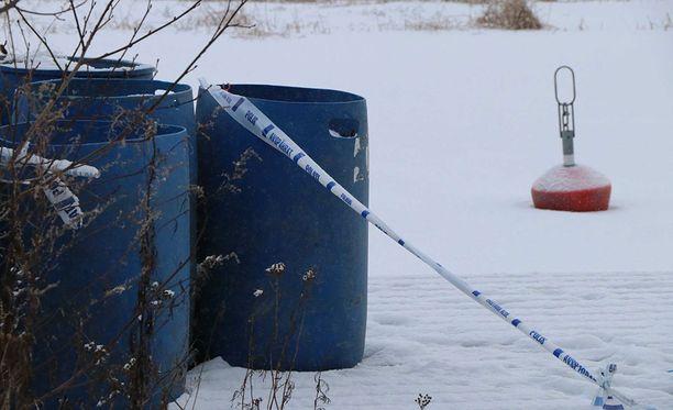 Poliisi löysi vainajan tästä paikasta Pihlavassa.