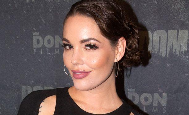 Triana Iglesias oli Mikael Gabrielin tukena Bodom-elokuvan kutsuvierasnäytöksessä.