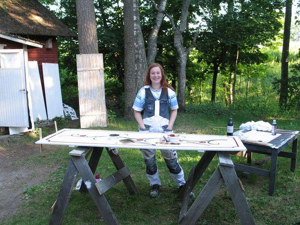 Laura Ikosen elämä jäi tauolle ahdistushäiriön vuoksi. Lopulta taustalta löytyi ADHD, jonka kanssa Ikonen opettelee nyt uudenlaista elämäntapaa.