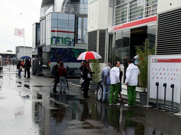 Silverstonessa on sadellut koko sunnuntain.
