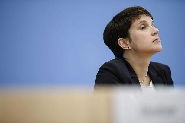 Maahanmuuttovastaisen AfD:n Frauke Petry saattaa nousta Saksassa suurimman oppositiopuolueen johtajaksi.