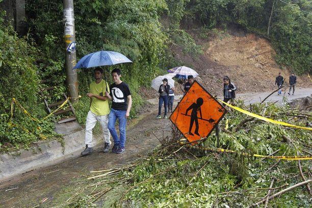 Trooppinen myrsky Nate on aiheuttanut tulvia ja rankkasateita muun muassa Costa Ricassa. Maan hallitus on julistanut maahan hätätilan.