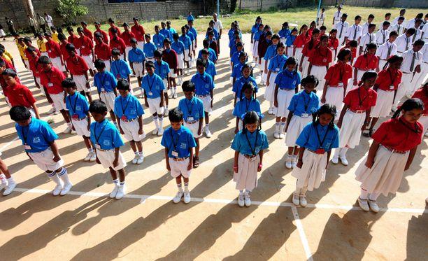 Intialaisessa koulussa pidettiin tänään hiljainen hetki Pakistanin verilöylyn uhrien muistolle.