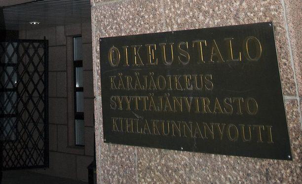 Kanta-Hämeen käräjäoikeus on tuominnut nuoren hämeenlinnalaisen miehen törkeästä pahoinpitelystä. Syytetty hakkasi nukkuvaa puolisoaan keittiöveitsellä päähän sekä ylävartaloon.