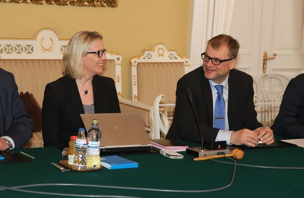 Riina Nevamäki toimi Juha Sipilän erityisavustajana. Kuva otettu toukokuussa 2015.