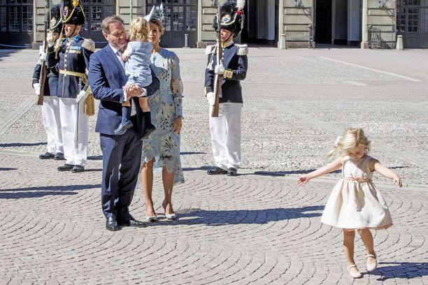Madeleinella ja Christopher O'Neillillä on entuudestaan kaksi lasta, prinsessa Leonore ja prinssi Nicolas.
