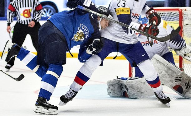 Takavuosien tykki Janne Pesonen on nyt Leijonien nelosketjun sentteri.
