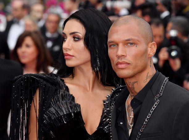 Jeremy Meeks uuden rakkaansa Andreea Sasun kanssa  Cannesin elokuvajuhlilla.