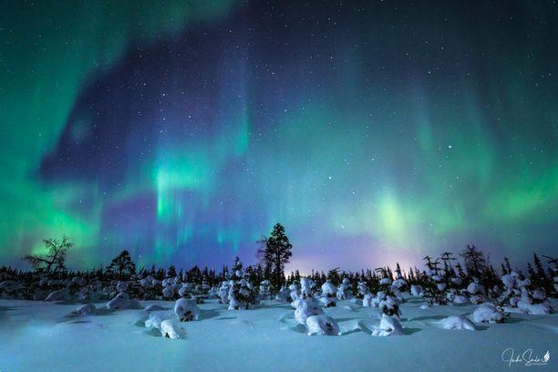 Iltalehden lukijan lähettämä revontulikuva on otettu Kuusamossa maaliskuussa 2018. Valokuvan ottaja on käsitellyt kuvaa.
