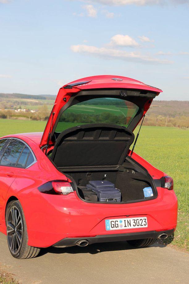 Grand Sport on sekoitus coupéa ja monikäyttömallia. Tavaratila on reilun kokoinen.