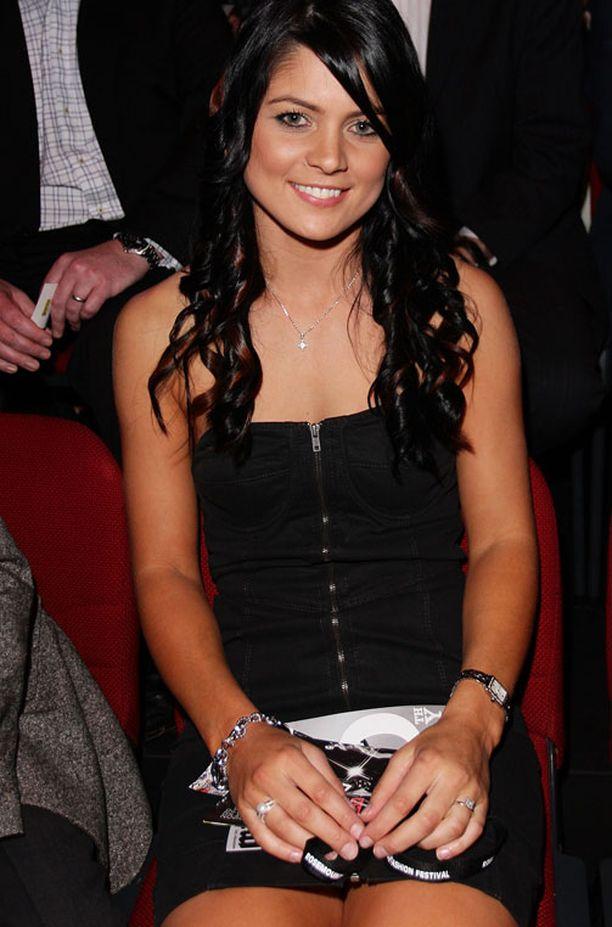 Jessica Bratich on 29-vuotias karatemestari, joka seurustelee Australian Mitchell Johnsonin kanssa.