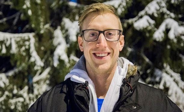 Chris Voth on tiettävästi Suomen ensimmäinen avoimesti homoseksuaali joukkuelajien miesurheilija.