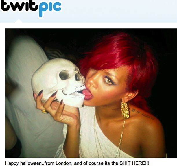 Rihanna muisti fanejaan viikonloppuna Twitterissä.