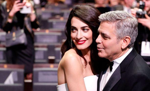 Amal ja George Clooney näyttäytyivät yhdessä Cesar-gaalassa.